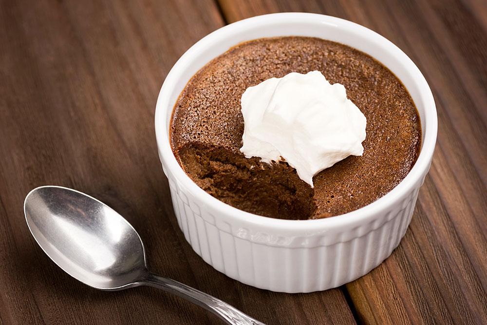 Шоколадный флан с ванильным мороженым (ресторан La Prima, кондитер — Денис Малыхин)