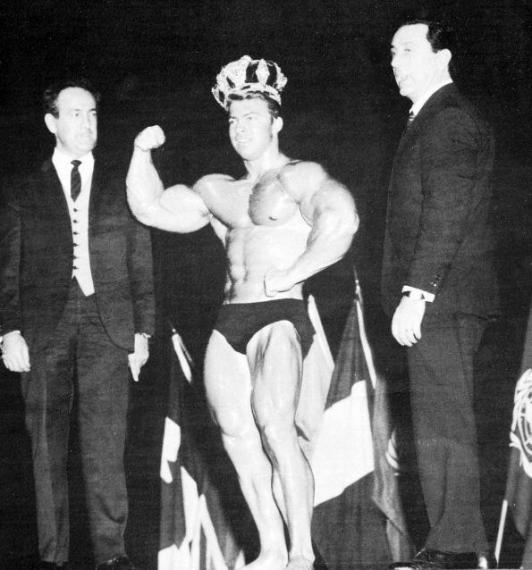 """Бен Уайдер, Ларри Скотт и Джо Уайдер (конкурс """"Мистер Олимпи"""", 1965)"""